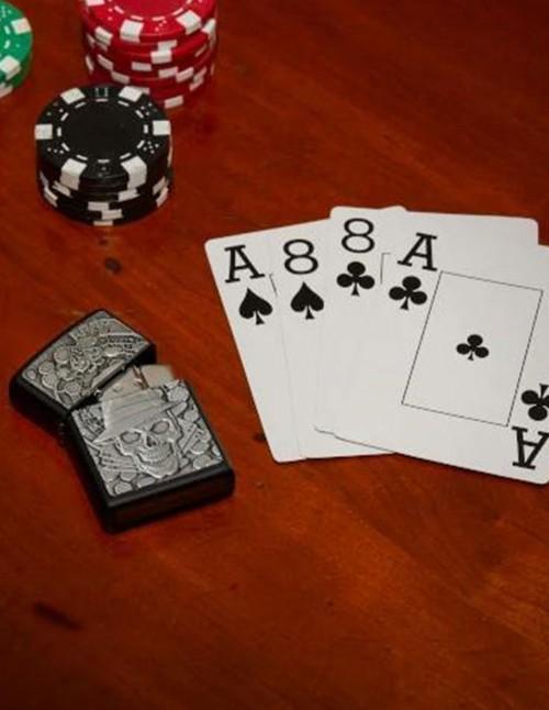 Zippo Upaljač Gambling Skull Emblem Black Matte 49183